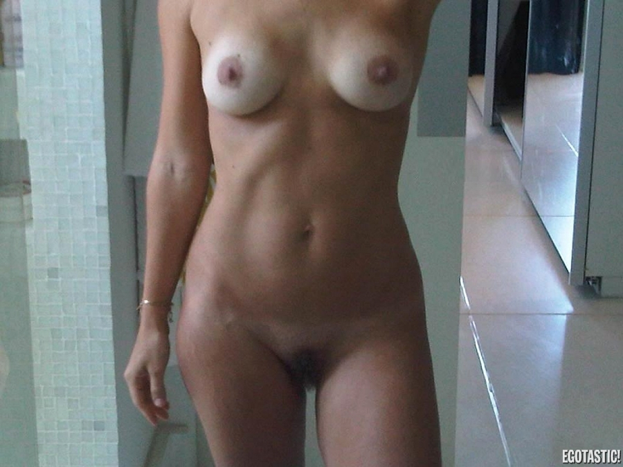 Carol dieckmann alleged leaked topless cell phone pictures 08 900x675 web