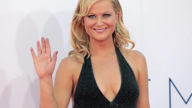 Amy poehler black dress 64th primetime emmy awards02 featured