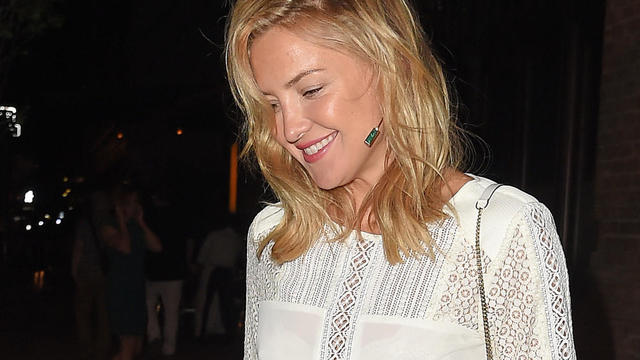 Kate hudson sexy booty shorts september 2015 9 featured