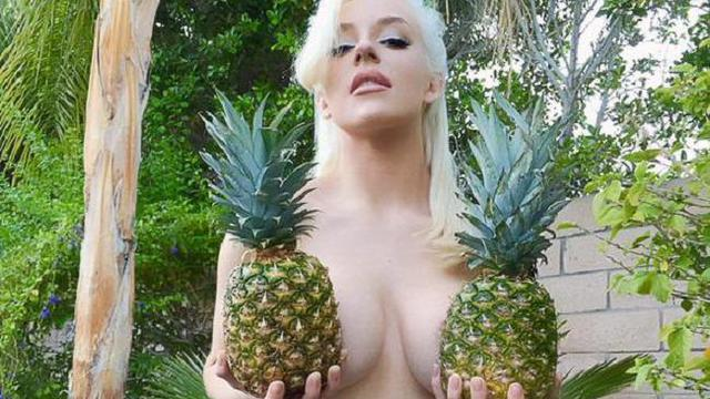 Courtney stodden pine apple topless twitter photo hot 2015 featured