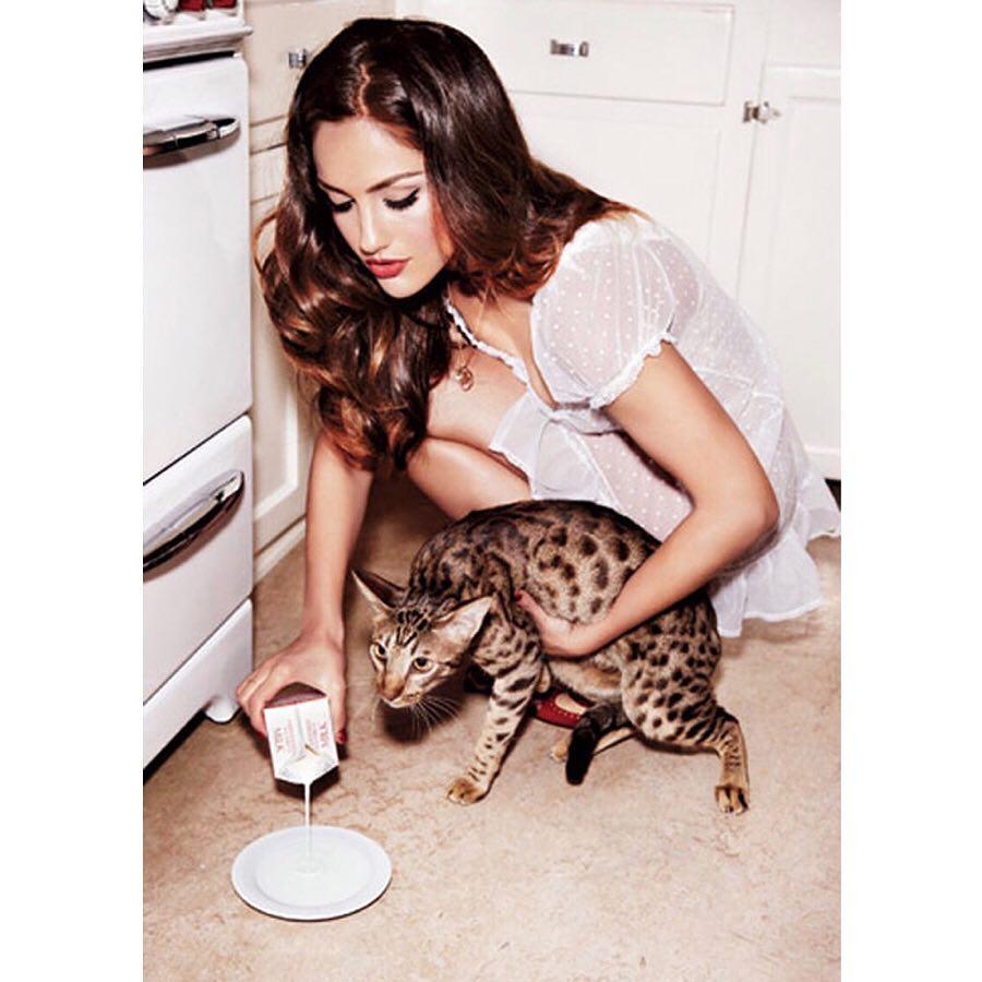Minka Kelly cleavage